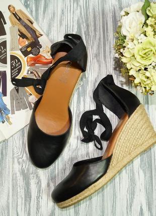 Next. испания. кожа. красивые открытые туфли на платформе