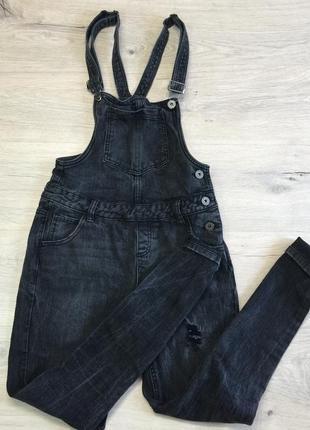 Чёрный джинсовый комбинезон