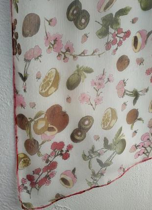Шелковый шарф с фруктовым принтом