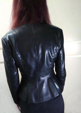 Zara кожаная женственная красивая куртка рюши