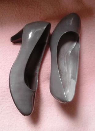 Серые лакированные кожзам туфли, 34р-р.