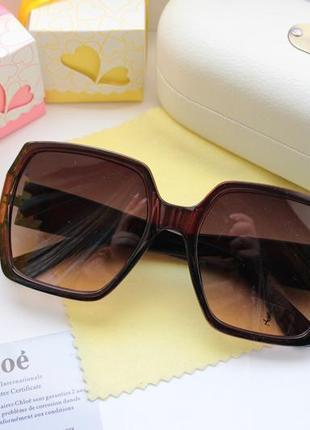 Стильные очки в коричневом цвете