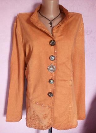 Пиджак коричневый.