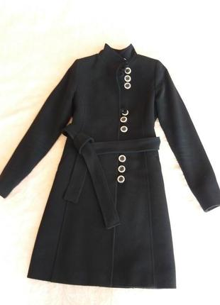 Класичне кашемірове пальто чорного кольору під пояс