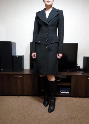 Строгое демисезонное пальто