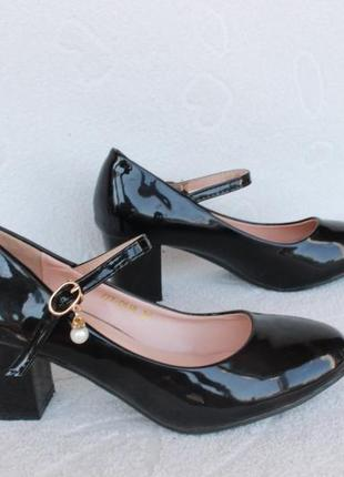 Красивые туфли 36 размера на