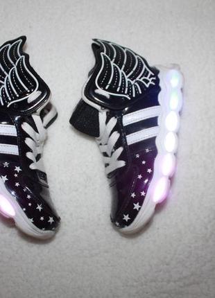 Наши любимые светящиеся кроссовки 28 размера по стельке 18-18.5 см.