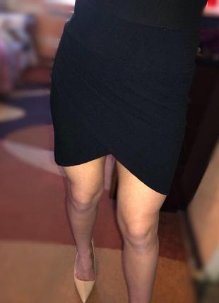 Чёрная обтягивающая юбка с разрезом h&m