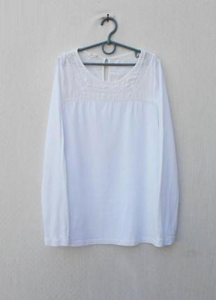 Белая трикотажная блузка с длинным рукавом