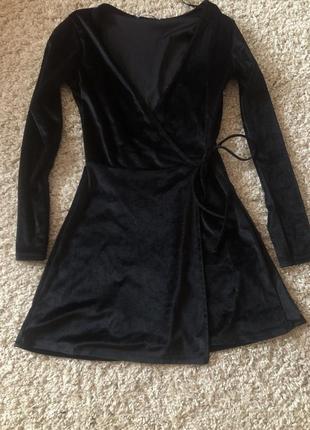 Мега стильное велюровое платье на запах pull&bear