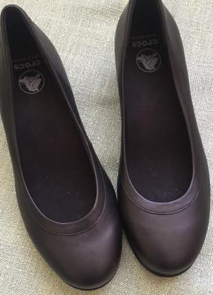 Новые туфли crocs оригинал р.35,5 кожа