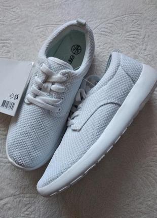 Белие кроссовки esmara германия