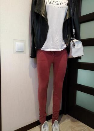 Брэндовые джинсы-скинни