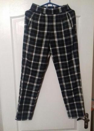Стильные и модные брюки в клетку5 фото