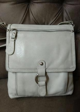 Удобная кожаная сумка clarks на плечо