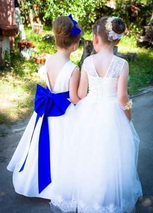 Выпускное платье с синим бантом