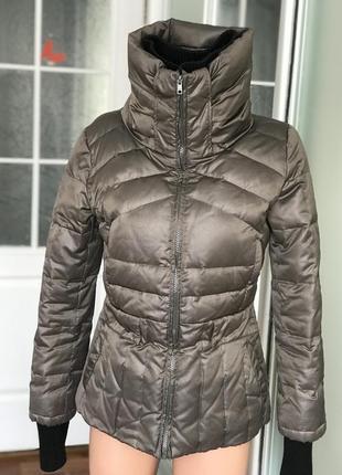 Стильная куртка на зиму мех перо короткая mango