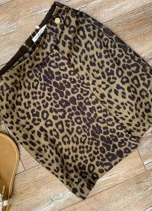 Трендовая юбка мини в леопардовый принт