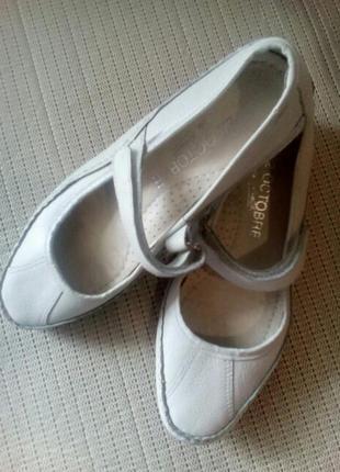 Туфли кожаные на девочку
