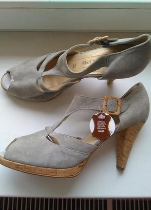 Рр 40,5-41 новые брендовые супер модные кожаные замшевые босоножки на каблуку