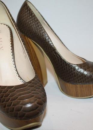 Туфли с кожей под крокодила