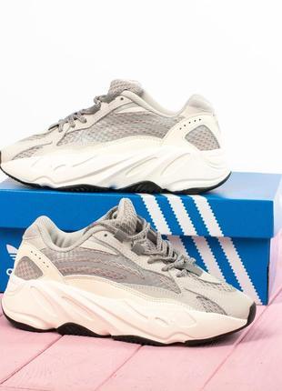 Шикарные кроссовки adidas yeezy boost 700 v2 white