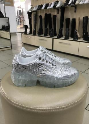 Кроссовки серебро в камнях/стразах в стиле jimmy choo