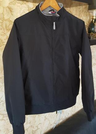 Черная стильная демисезонная куртка us basic