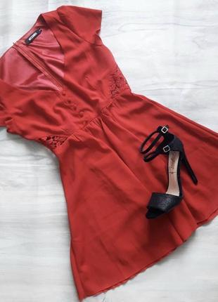 Очень стильное красное платье missguided. огромный выбор платьев!