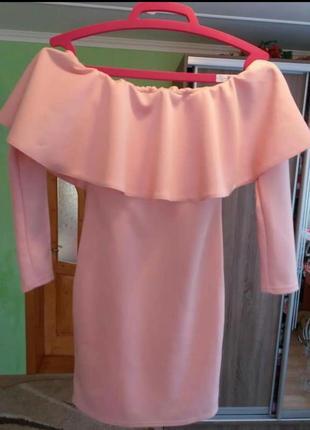 Шикарное платье с открытими плечами