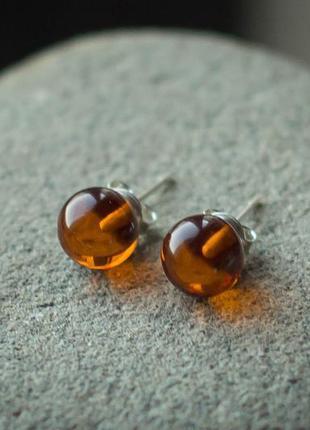 Серебряные гвоздики серьги с янтарем