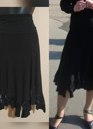 Большая стрейчевая юбка с рюшами.