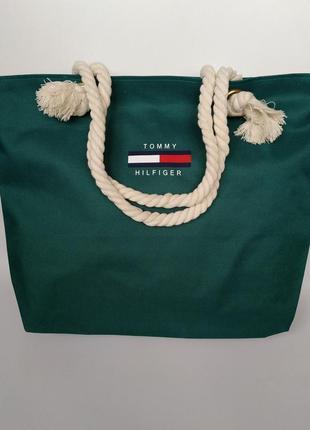 Пляжная сумка с канатными ручками.
