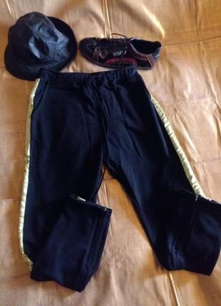Крутые штаны с салатовыми лампасами и молниями внизу m/l