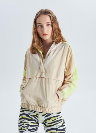 !продам новую женскую спортивную куртку ветровку пиджак накидку с капюшоном