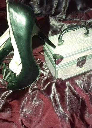 Чёрные  туфли  с открытым  носочком.  38-39 р