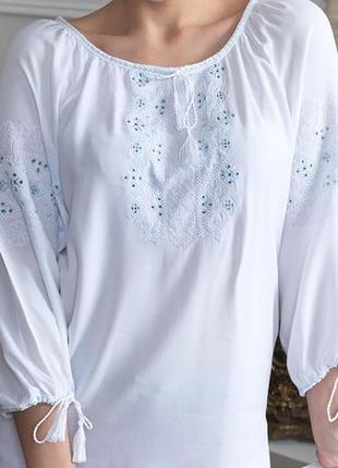 Скидки! нарядная вышиванка с нежно-голубой вышивкой, разные размеры