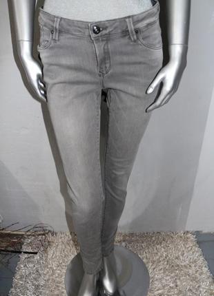 Серые джинсы скинни massimo dutti
