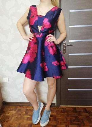 Фирменное крутое нарядное платье sistaglam