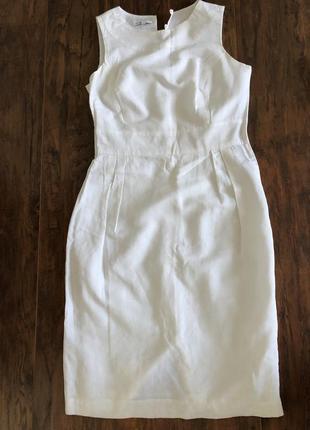 Белое легкое платье без рукавов