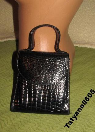 Стильная сумка под крокодила