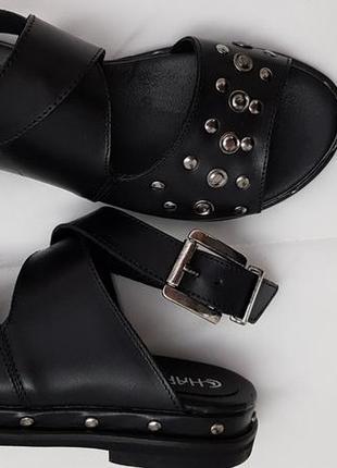 Босоножки черного цвета отделка заклепками charme, италия