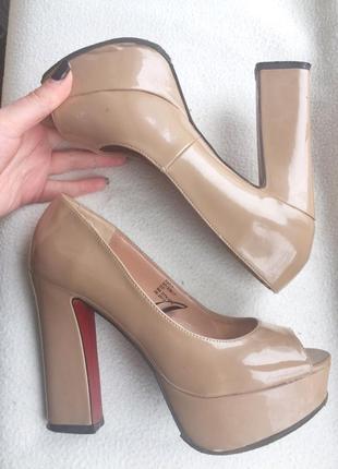 Бежевые лаковые туфельки