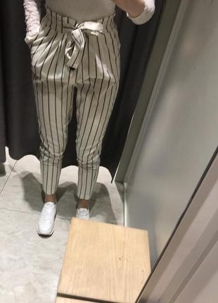 Красивые полосатые брюки stradivarius