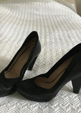 Туфли costume national на каблуке чёрные кожаные