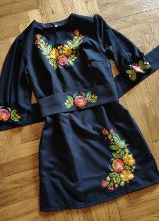 Чудове вишите плаття чорного кольору