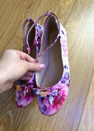 Продам новые туфли для девочки