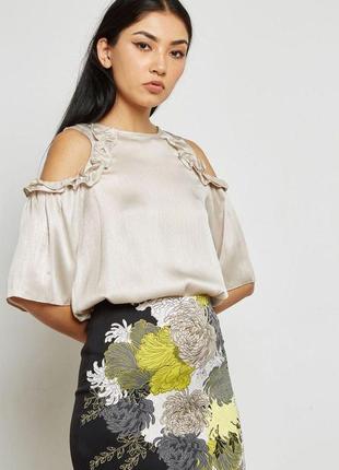 Блуза рубашка золотистого цвета с воланами рюшами открытыми плечами zara zara