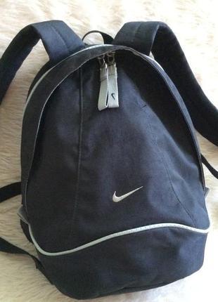 Черный рюкзак nike со стальной отделкой