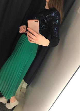 Зеленая юбка миди плиссе4 фото
